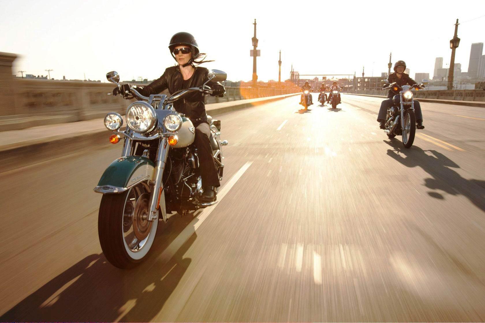 2009-Harley-Davidson-Touring-FLHRCRoadKingClassice