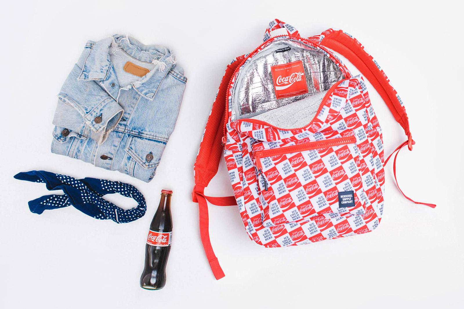 Coca Cola ve Herschel Supply Co. Yaz Sıcaklarına Özel Çanta Üretti!