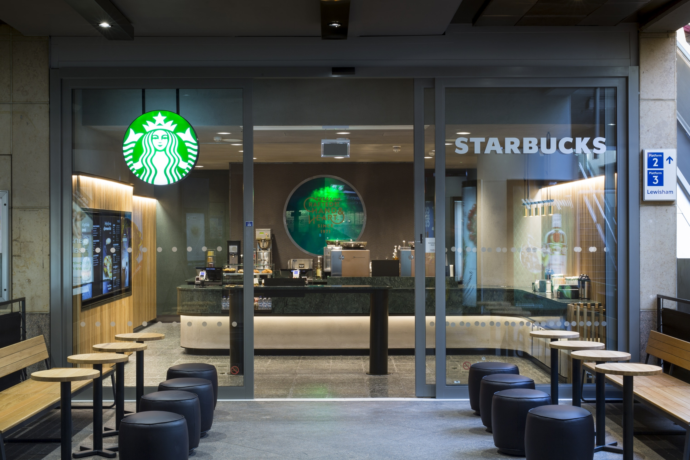 Starbucks Avrupa'da ilk Express Mağazasını Londra'ya Açtı!