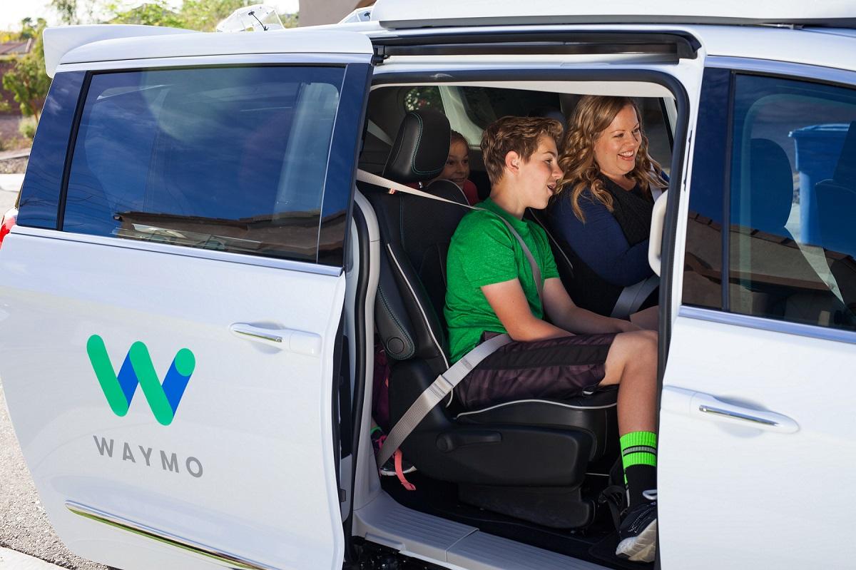 Google'ın Yan Şirketi Waymo'nun Sürücüsüz Araçları Ücretsiz Olarak Hizmet Veriyor