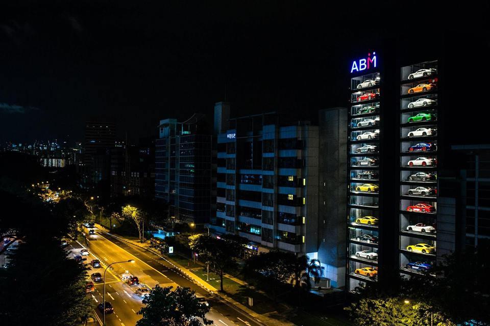 Singapur'da Otomobil Satışı İçin Dev Bir Otomat Kullanıma Sunuldu