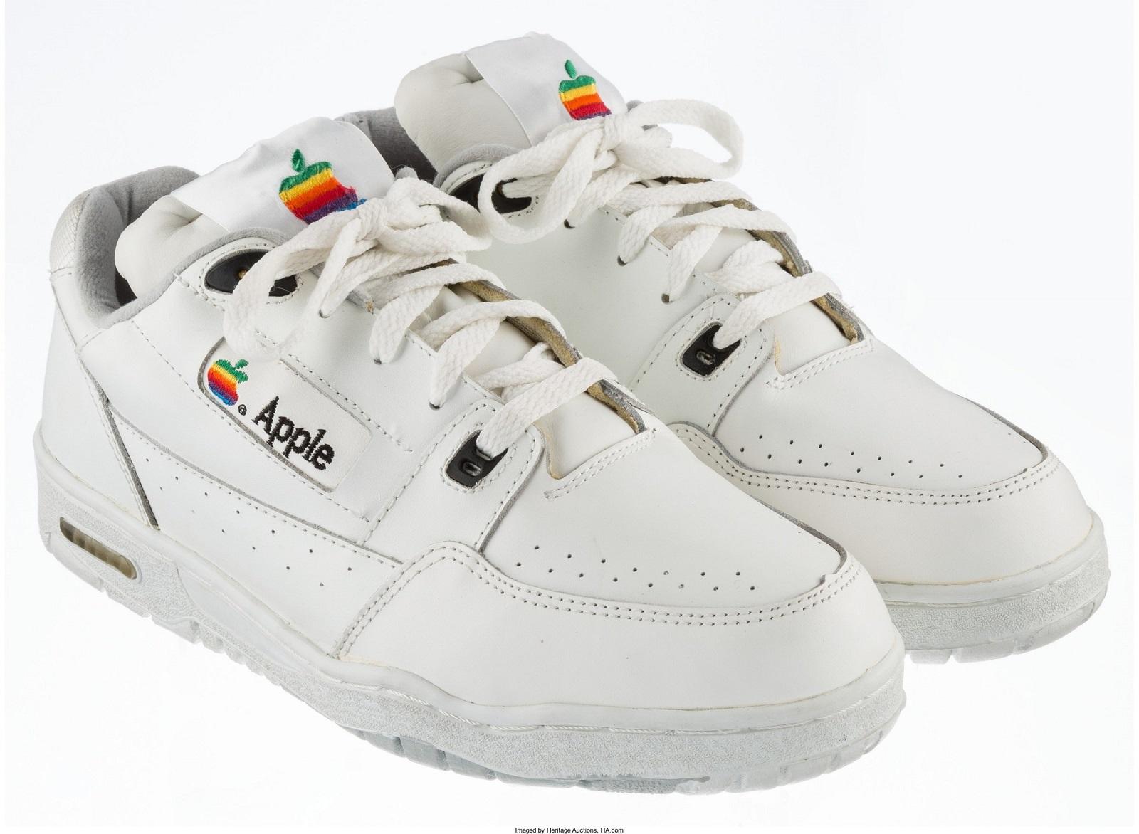 Apple'ın 90'lı Yıllarda Ürettiği Spor Ayakkabı, Açık Artırma ile Satılıyor