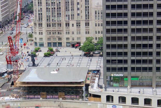 MacBook Şeklinde Çatısı Olan Apple Store