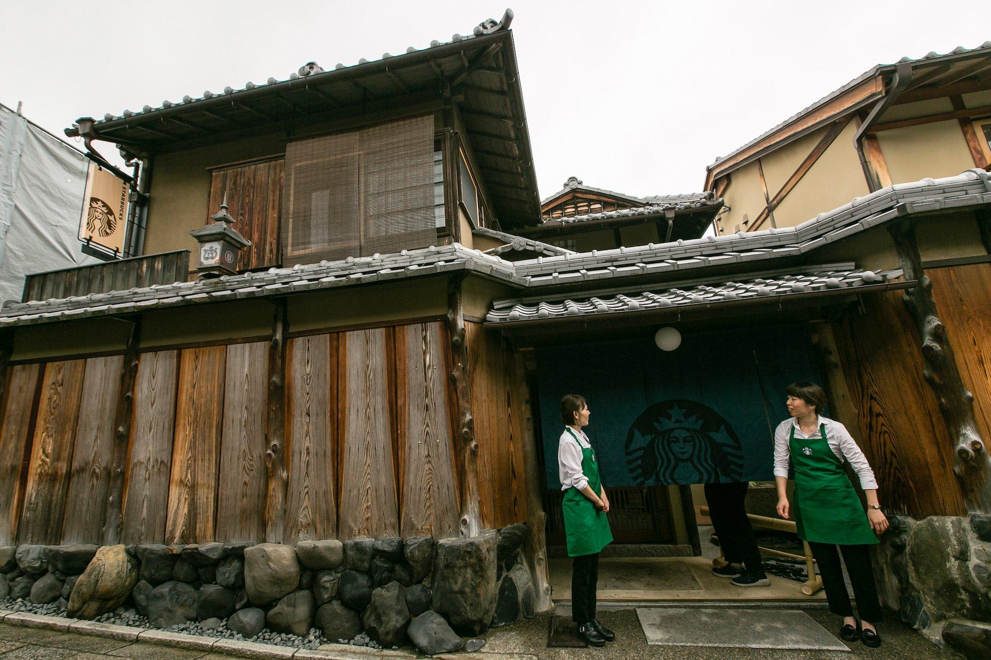 Starbucks, Geyşalara Ev Sahipliği Yapmış 100 Yıllık Bir Japon Evinde Şube Açtı