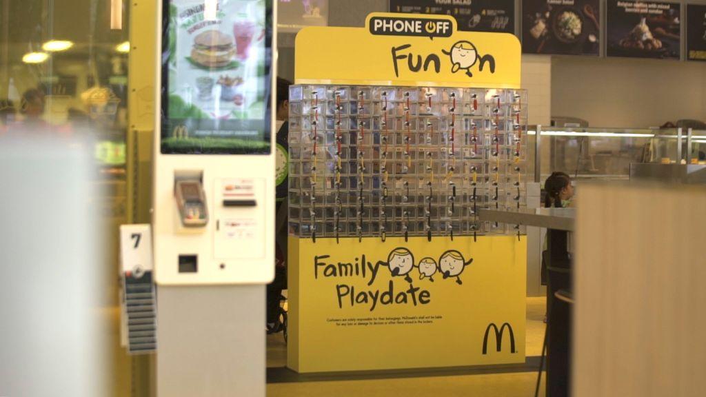 Yemek Yerken Sohbet Edin Diye: Mc Donald's Telefon Kilitleri