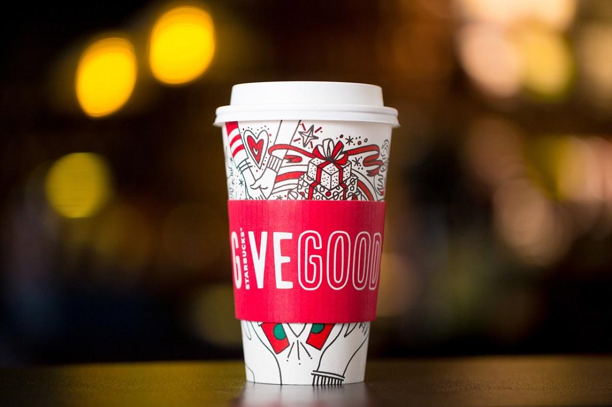 Starbucks Bardakları Yeni Yıl ve Kış Temasıyla Renkleniyor