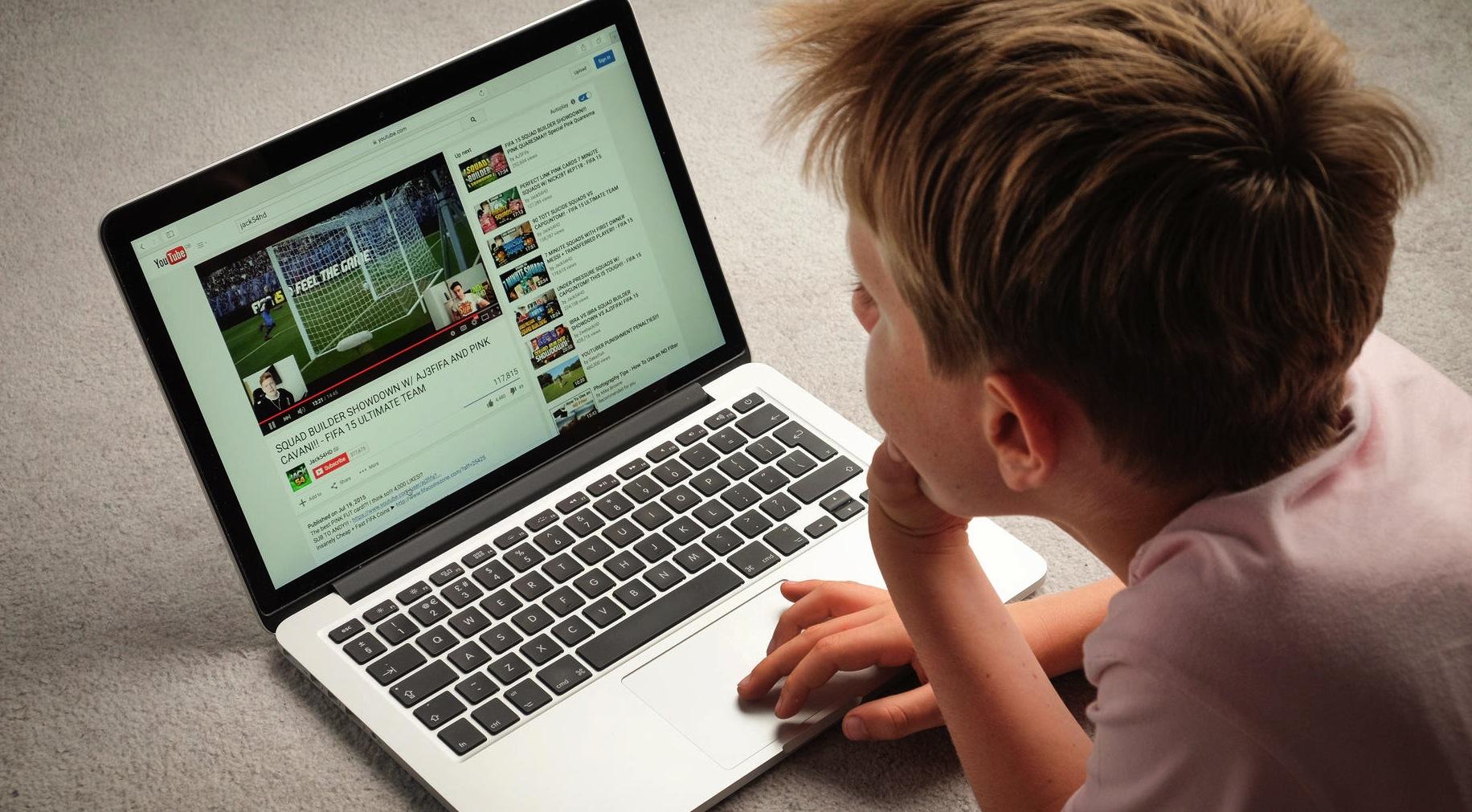 Pazarlamacıların Dikkatine Z Kuşağı En Çok Youtube'da Zaman Geçiriyor