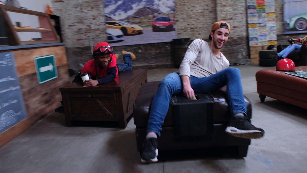 Amazon'dan Çarpıcı Viral Reklam; Motorlu Eşyalarla Kafede Tur Atmak
