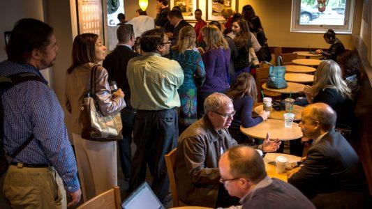 Starbucks'ta Neden Sıra Bekliyoruz?