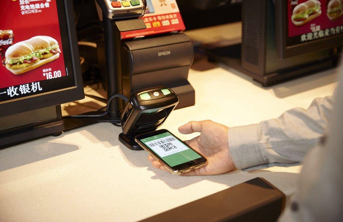 Amazon ve Starbucks Gibi Şirketler, Nakit Para ile Alışverişi Bitirmek İstiyor