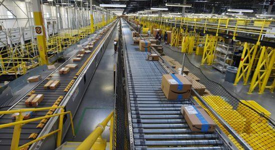 İnsanlar, Amazon'dan Sipariş Etmedikleri Paketler Alıyorlar