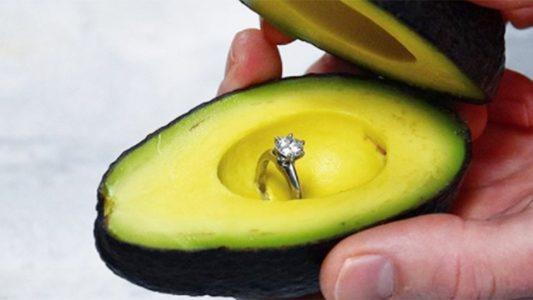 Avokado ile Evlilik Teklifi Trendini Pazarlama Taktiğine Dönüştüren Süpermarket