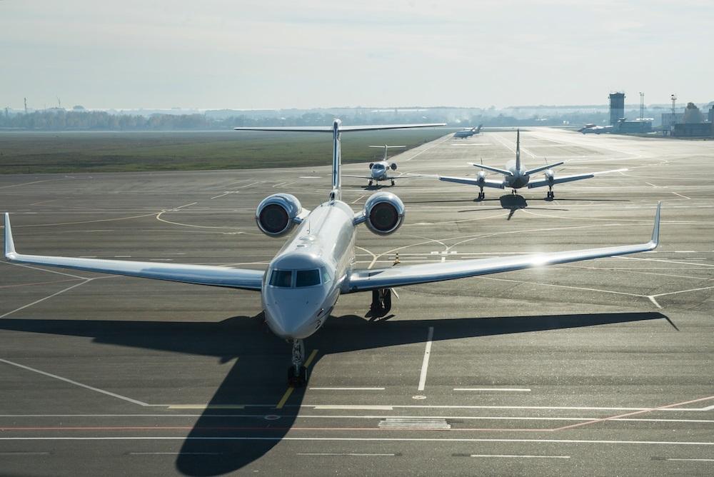 Üyelerine Özel Jet ile Seyahat Etme İmkanı Sunan Paylaşımlı Ofis