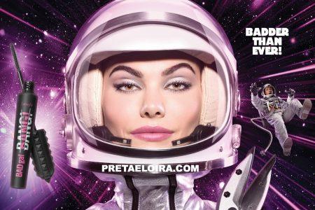 Gümüş Uzay Aracı ve Pembe Astronotlar: Hepsi Benefit'in Yeni Maskarası İçin!