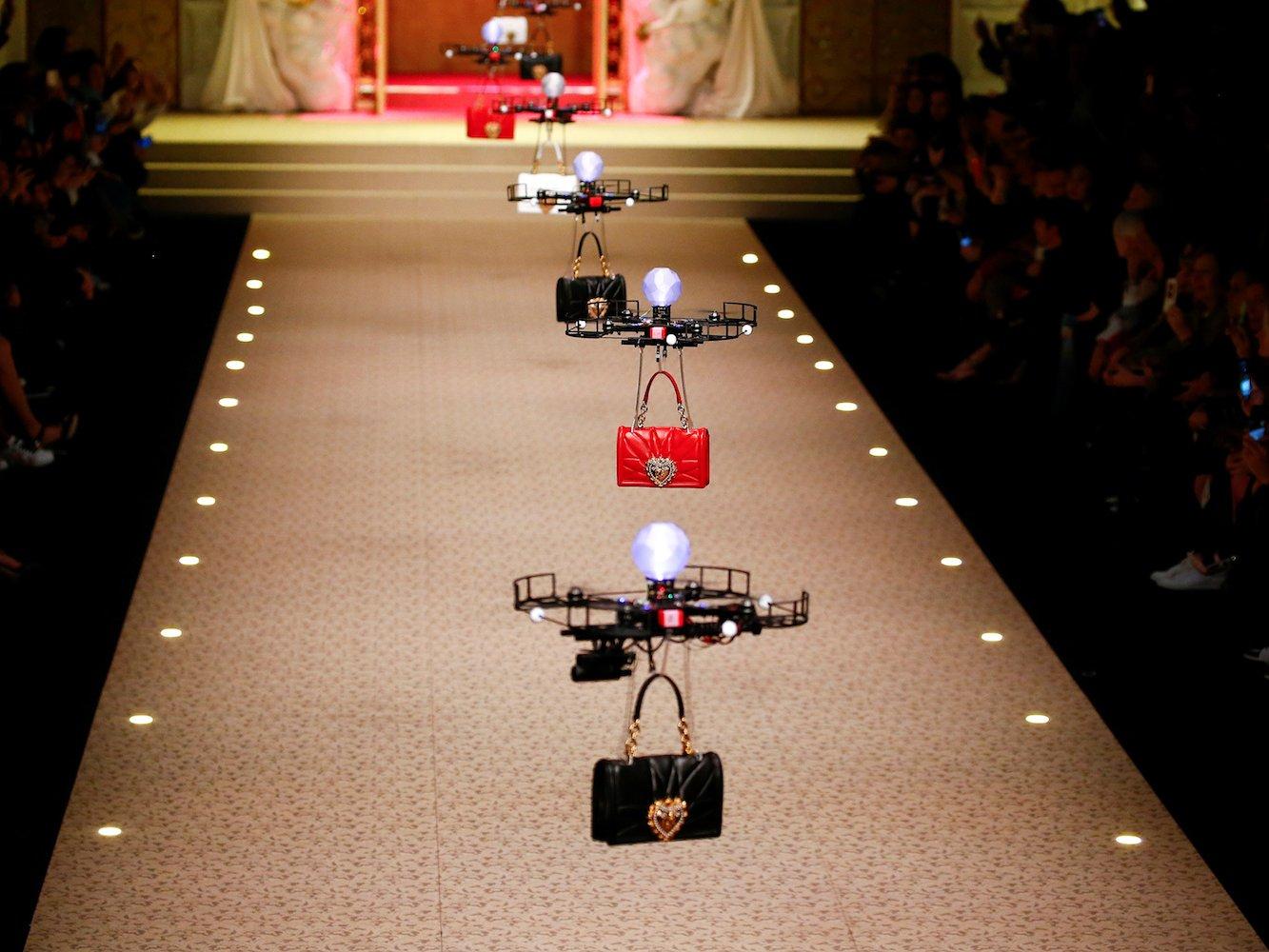 Dolce & Gabbana Çanta Koleksiyonunu Dronelarla Tanıttı
