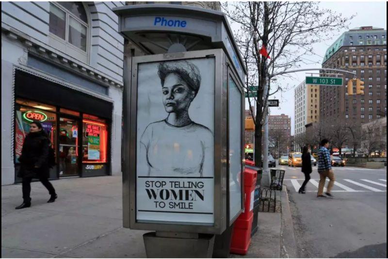 İki Sanatçı New York Sokaklarındaki Reklamları Sanat Eserleri ile Değiştiriyor!