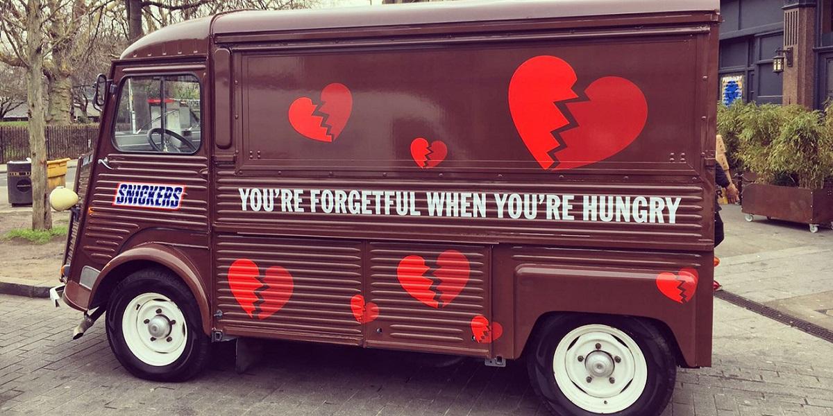 Snickers, 14 Şubat'ı Unutan Çiftlerin İmdadına Yetişti