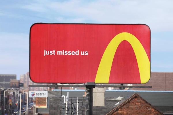 McDonald's, Logosunu Kullanarak Müşterilerine Yol Gösteriyor