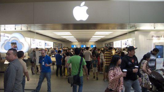 Birçok İnsan, Apple Store'lardaki Hizmetten Şikayetçi