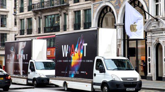 Huawei, P20 Reklamını Apple ve Samsung Mağazalarının Yakınlarında Yapıyor