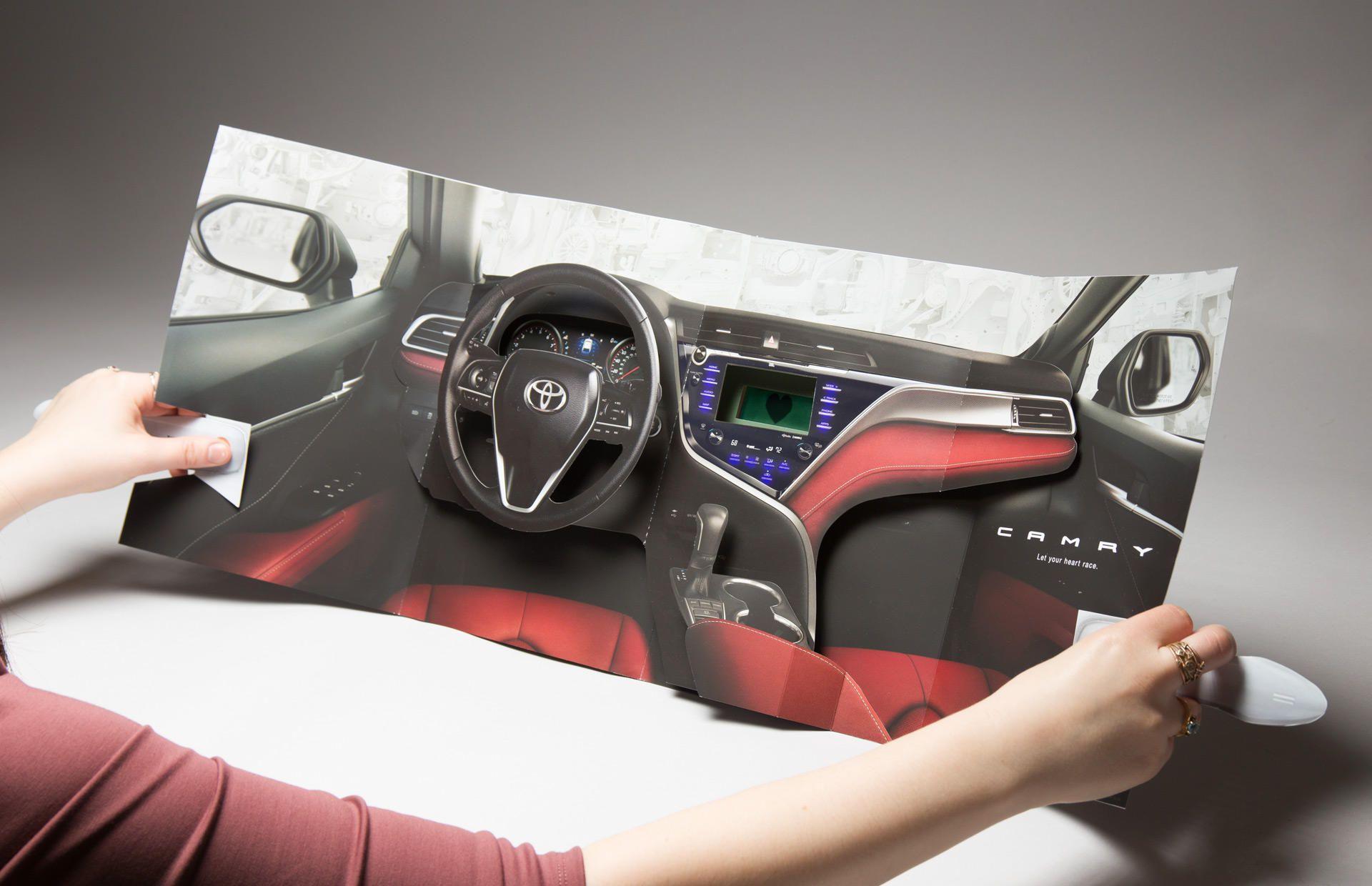 Toyota'nın Kalp Ritmini Ölçen Etkileşimli Dergi Reklamı