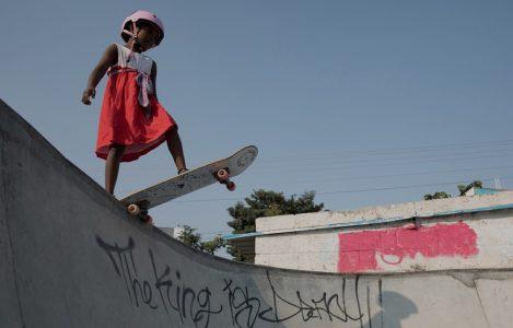 Vans, Kız Çocuklarına Kaykay Kaymayı Öğretiyor