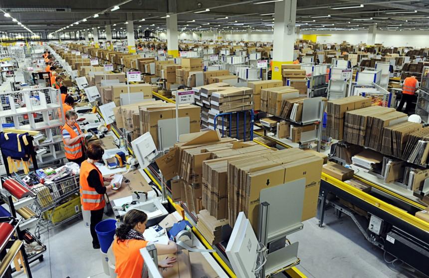 Amazon Çalışanları, Kovulmamak İçin Tuvalete Bile Gitmiyorlar
