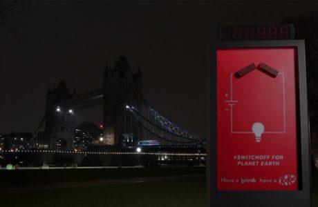 Küresel Isınmaya Dikkat Çekmek İçin Işıklarını Kapatan Kit Kat Reklam Panosu