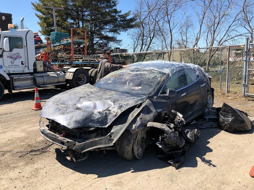 Tesla'sıyla Yaptığı Kazadan Sonra Elon Musk'a Teşekkür Etti