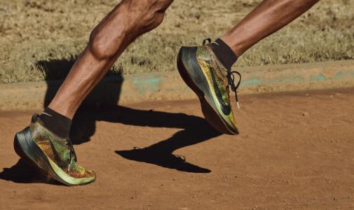 Nike 3-D Baskı ile Dünya'nın İlk 'Kişisel' Koşu Ayakkabısını Üretti