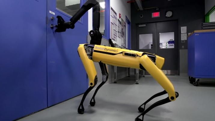 Boston Dynamics'in Geliştirdiği Robot Köpek SpotMini Satışa Sunuluyor