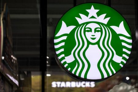 Ünlü Kahve Zinciri Starbucks Pipet Kullanımını Yasaklıyor