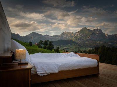 İsviçre Alplerinde Çatısız ve Duvarsız Otel