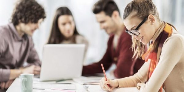 Türkiye'de Üniversite Öğrencilerinin Zamanı Dersten Çok İşte Geçiyor