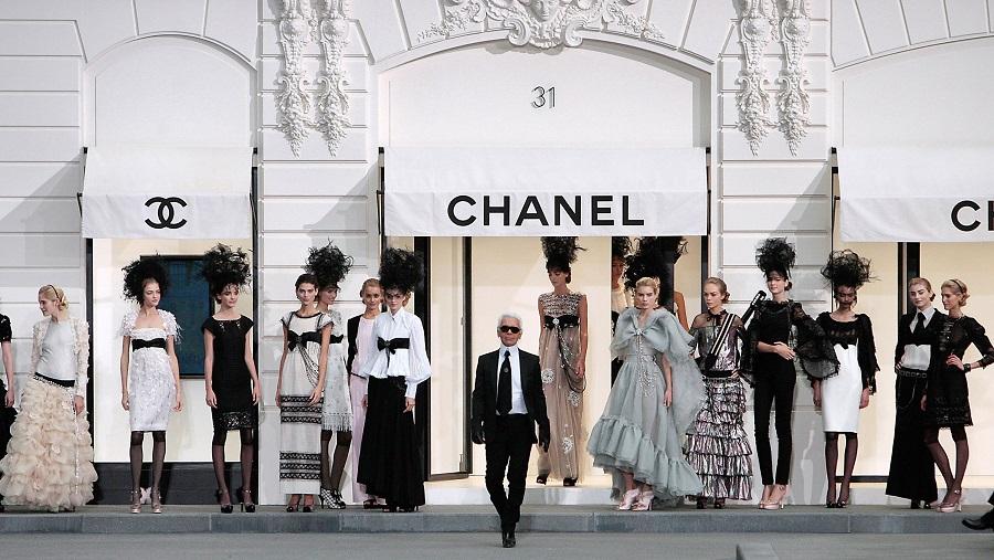 4f3d3f80e080d Çünkü evli olmayan bir kadın Fransa'da daha fazla para kazanabilirdi. Bu  yüzden Chanel bekar kaldı ve bir Fransız gece kulübünde şarkı söylemeye  başladı.