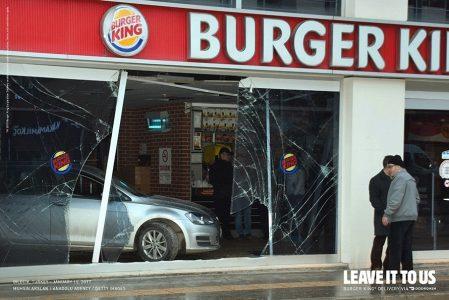 Burger King Restoranlarında Kaza Yapan Araçlar, Reklam Malzemesine Dönüştü