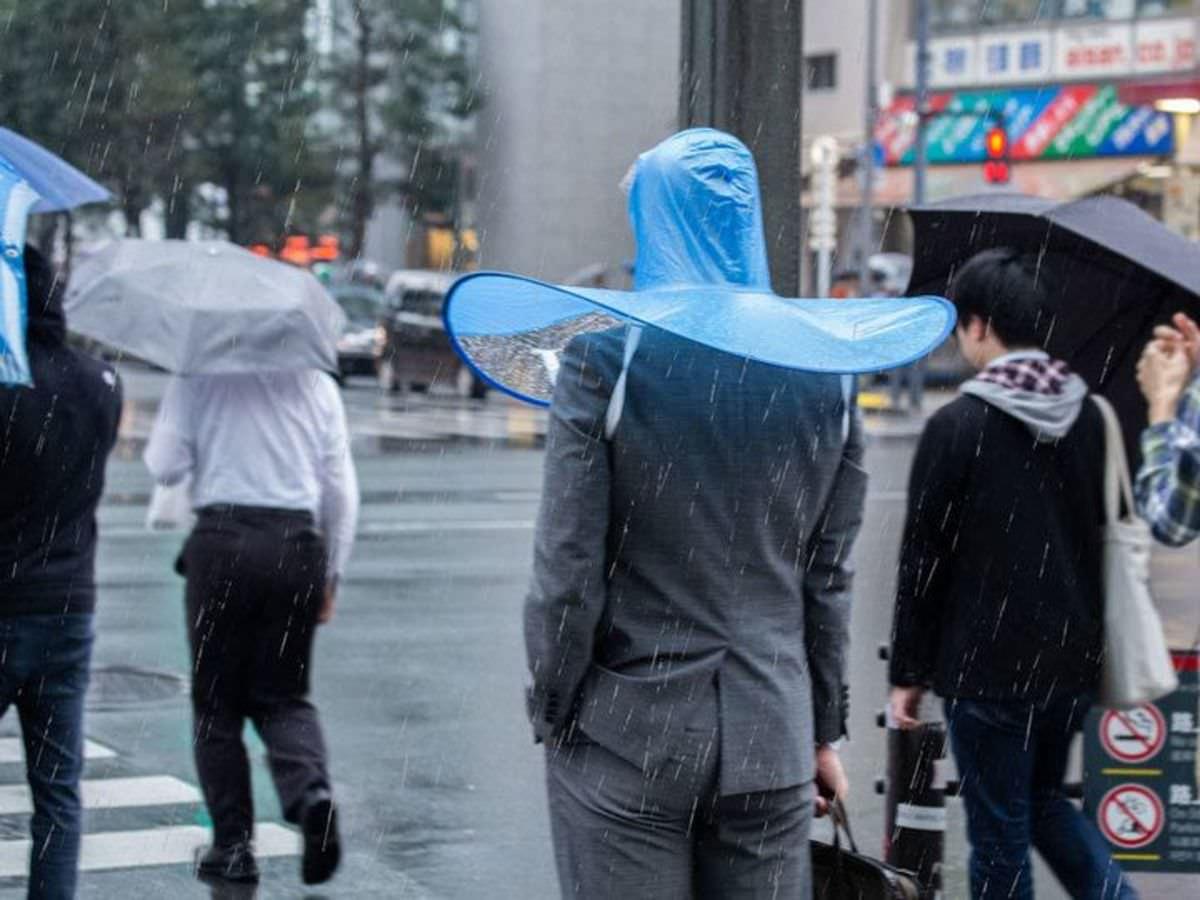 Kafa Kondomuna Benzetilen İlginç Tasarımlı Japon Şemsiyesi