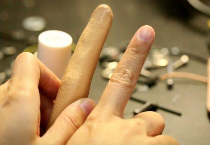 KFC'den Yağlı Parmaklarla Telefonuna Dokunmak İstemeyenler İçin Yapay Parmak