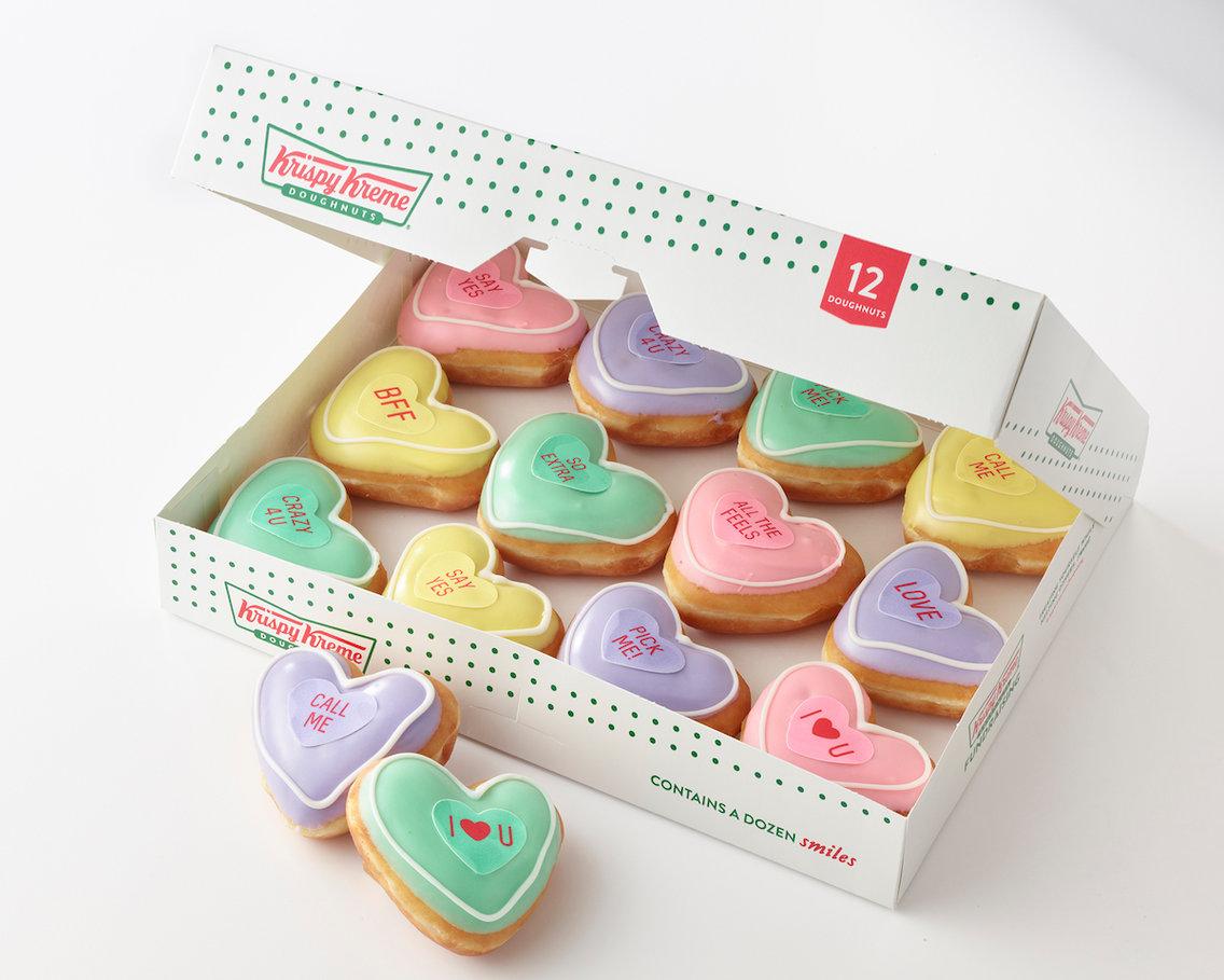 Krispy Kreme, Üzerlerinde Şirin Mesajlar Bulunan Kalp Şeklinde Donut'lar Çıkarttı