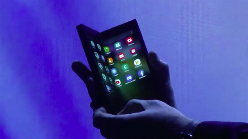 Hız Kesmeden Devam Eden Katlanabilir Telefon Yarışı