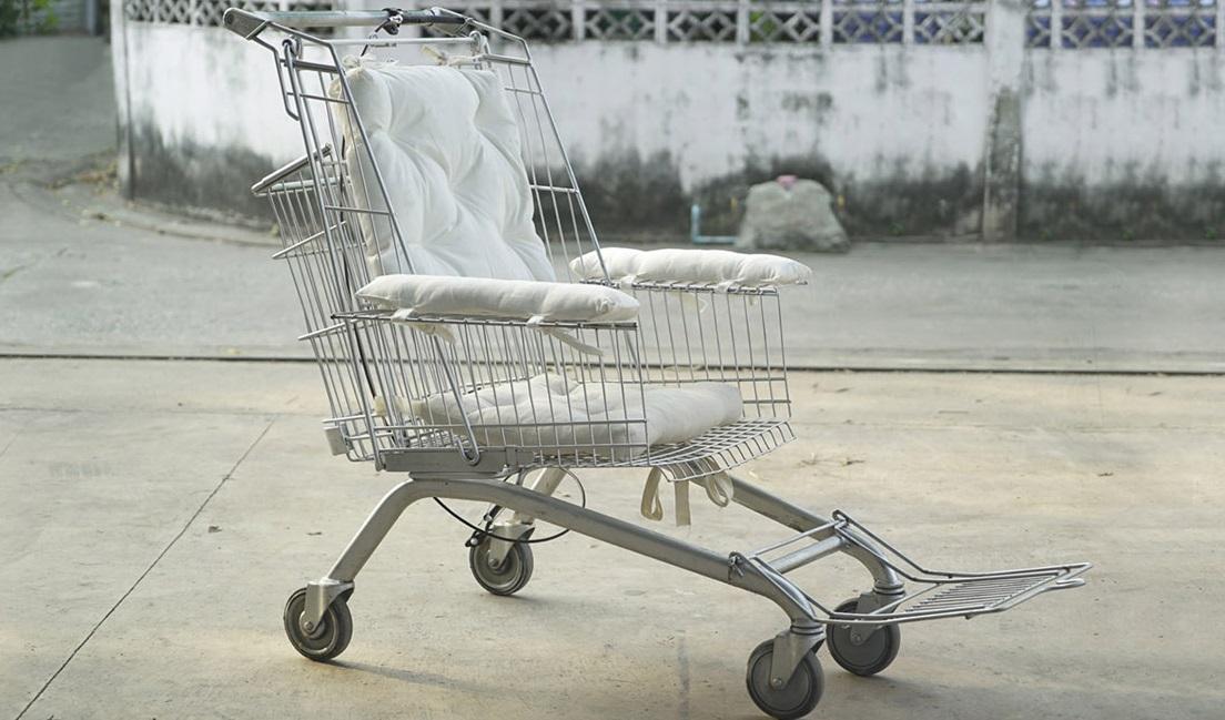 Tekerlekli Sandalye Alamayanlar İçin Alışveriş Arabalarını Tekerlekli Sandalyeye Dönüştüren Tasarımcı