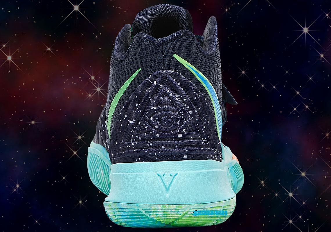 Nike, İllüminati ve UFO Temalı Bir Spor Ayakkabı Çıkardı
