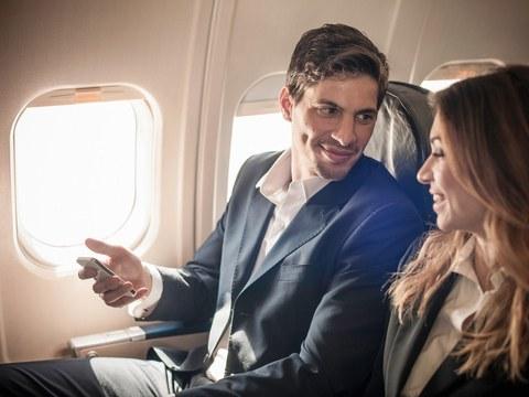 """Her 100 """"Flyland""""  Vatandaşından 2'si Hayatının Aşkıyla Uçakta Tanışıyor"""