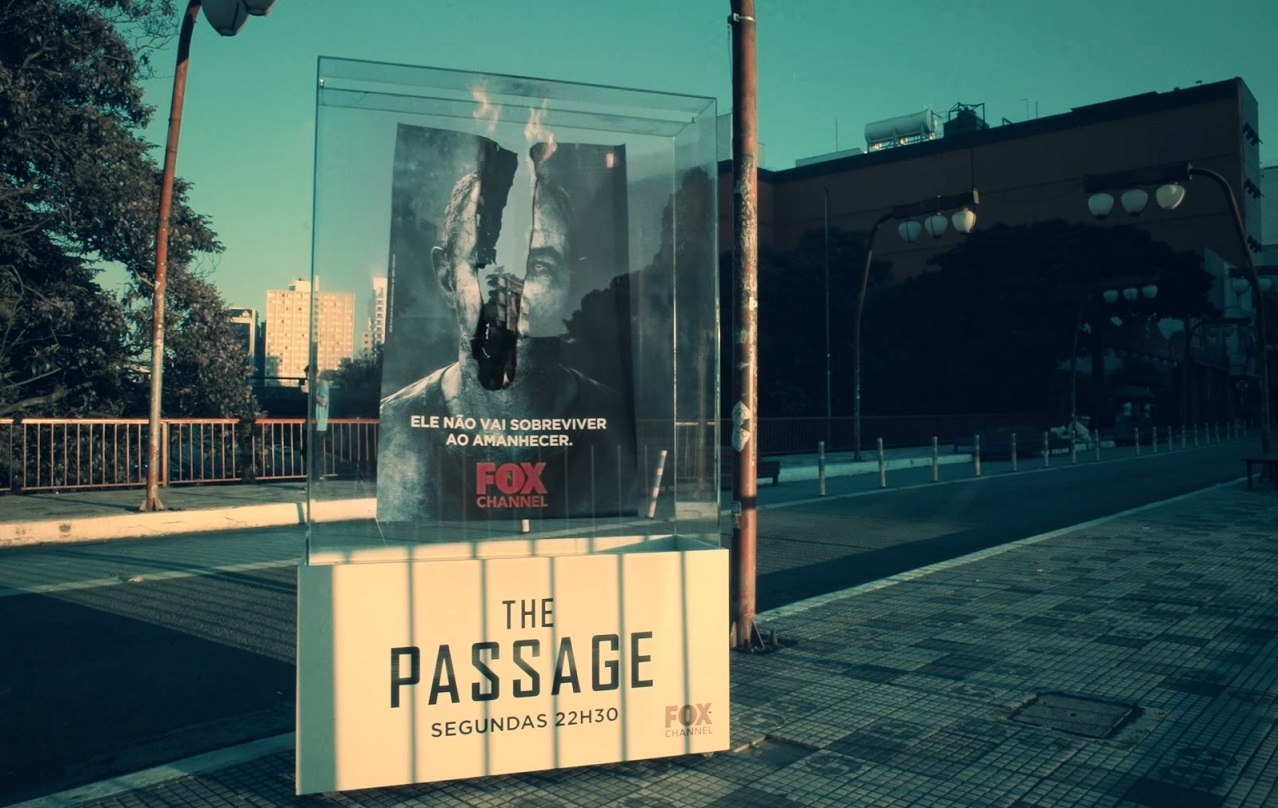 Vampir Dizisi The Passage'ın Güneşe Maruz Kaldığında Yanan Afişleri