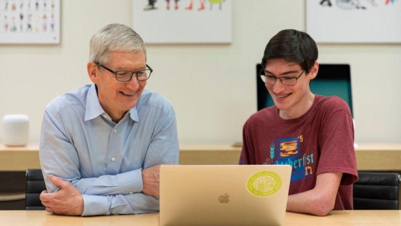 """Apple CEO'su Tim Cook: """"Kodlama Öğrenmek İçin Üniversiteye Gerek Yok"""""""