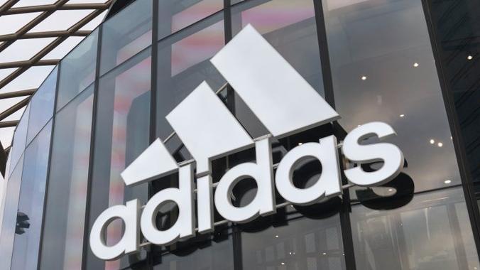 Adidas'ın Krize Yol Açan Twitter Kampanyası