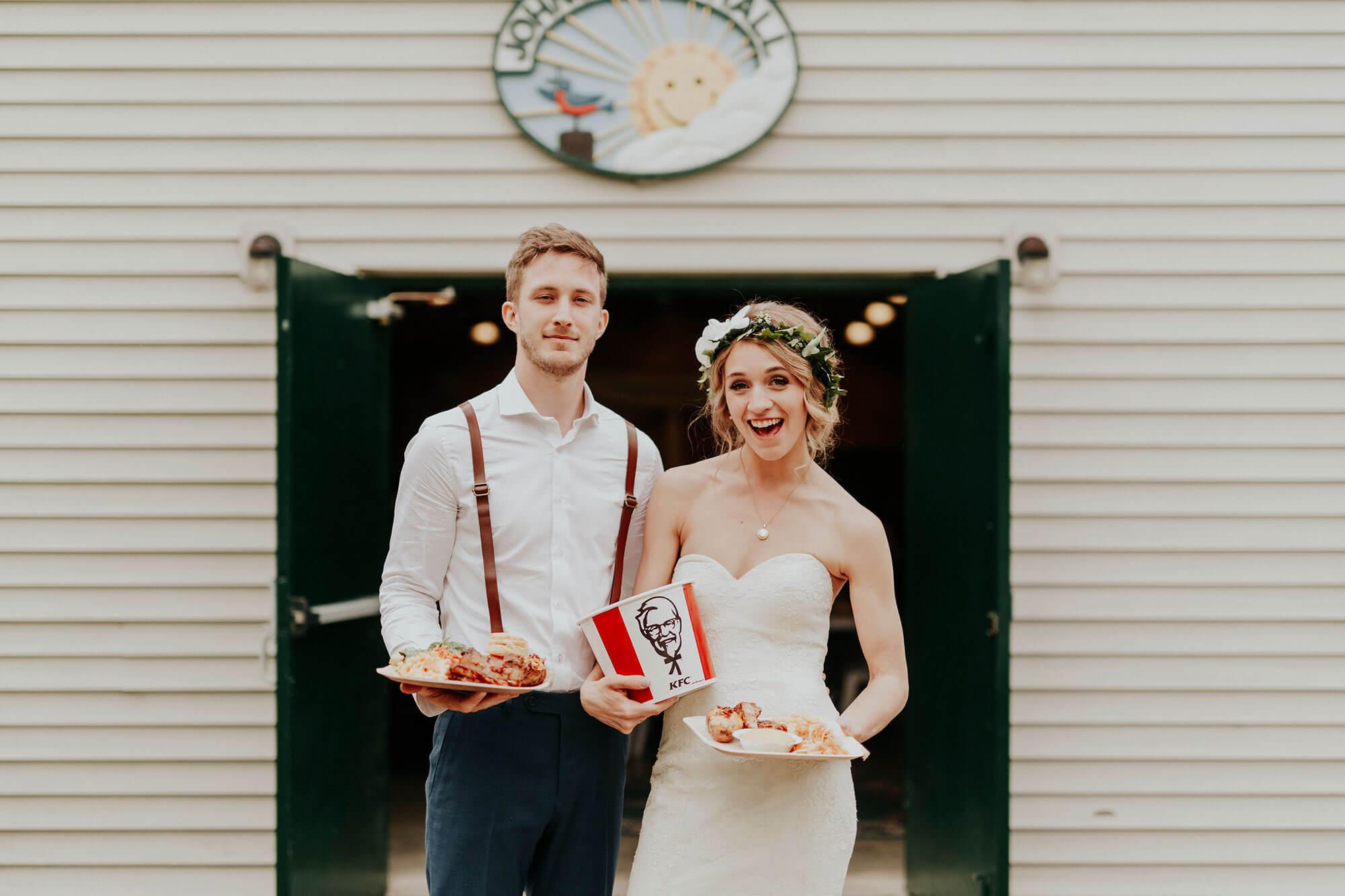 KFC Avustralya Evlenmek İsteyen Çiftleri KFC Temalı Düğünlerle Evlendirecek