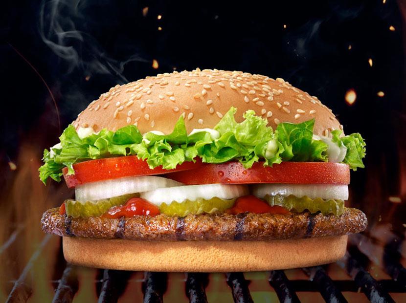 Burger King İkonik Hamburgeri Whopper'ı Büyüttüğünü Duyurdu