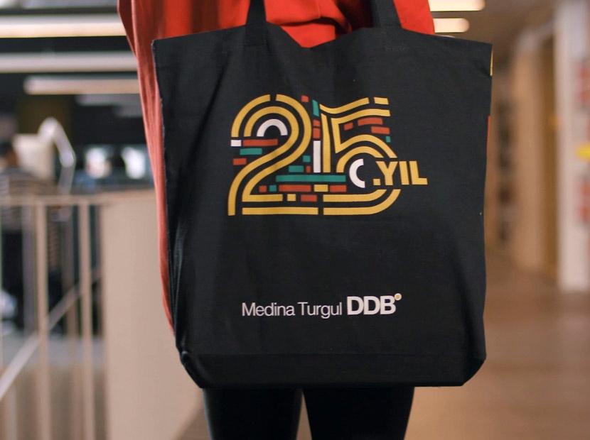 Medina Turgul'un Tüm Çalışanlarına Özel 25. Yıl Logosu