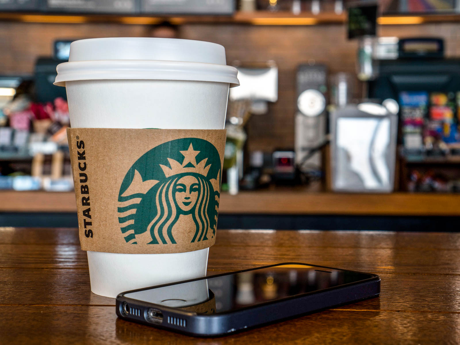 """Starbucks, Sadece """"Al-Götür"""" Hizmeti Sunan İlk Mağazasını Açtı"""